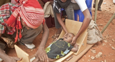 ACF Workers measure children for malnutrition. Photo: S. Hauenstein Swan