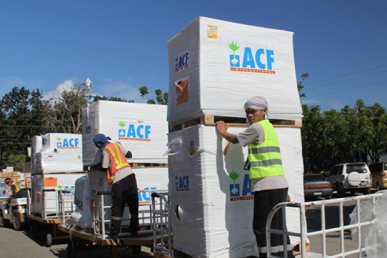 Our emergency response teams unload relief supplies in Tacloban. ACF-Philippines, L. Grosjean