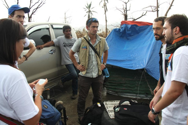 Our emergency response team coordinates relief efforts in Tacloban. ACF-Philippines, L. Grosjean