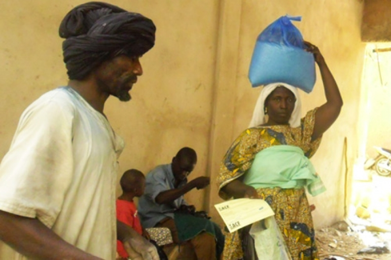 Woman with emergency food rations, Mali. Photo: ACF-Mali, L. Grosjean