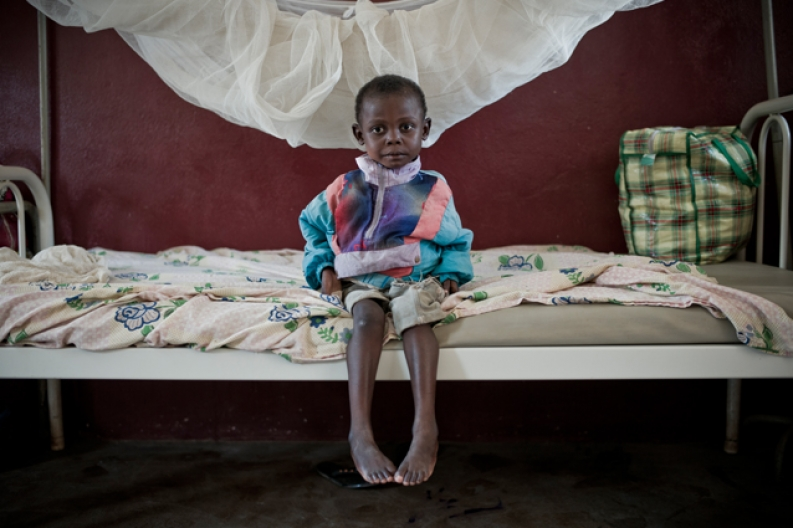 A young boy in a hospital in Bangui, Central African Republic. Photo: ACF-Car, Stephen Dock.