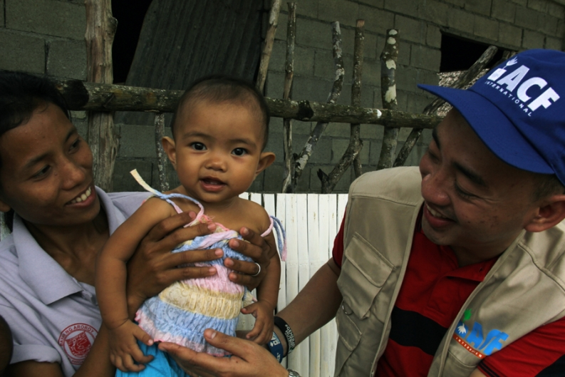 Working with mothers and children in Masbate province. Credit: Rosa Maitem for Action Against Hunger