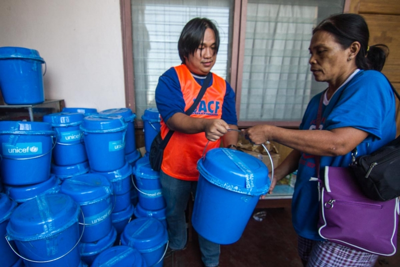 An Action Against Hunger staff member distributes emergency hygiene kits in Tacloban. Photo: ACF-Philippines, Daniel Burgui Iguzkiza