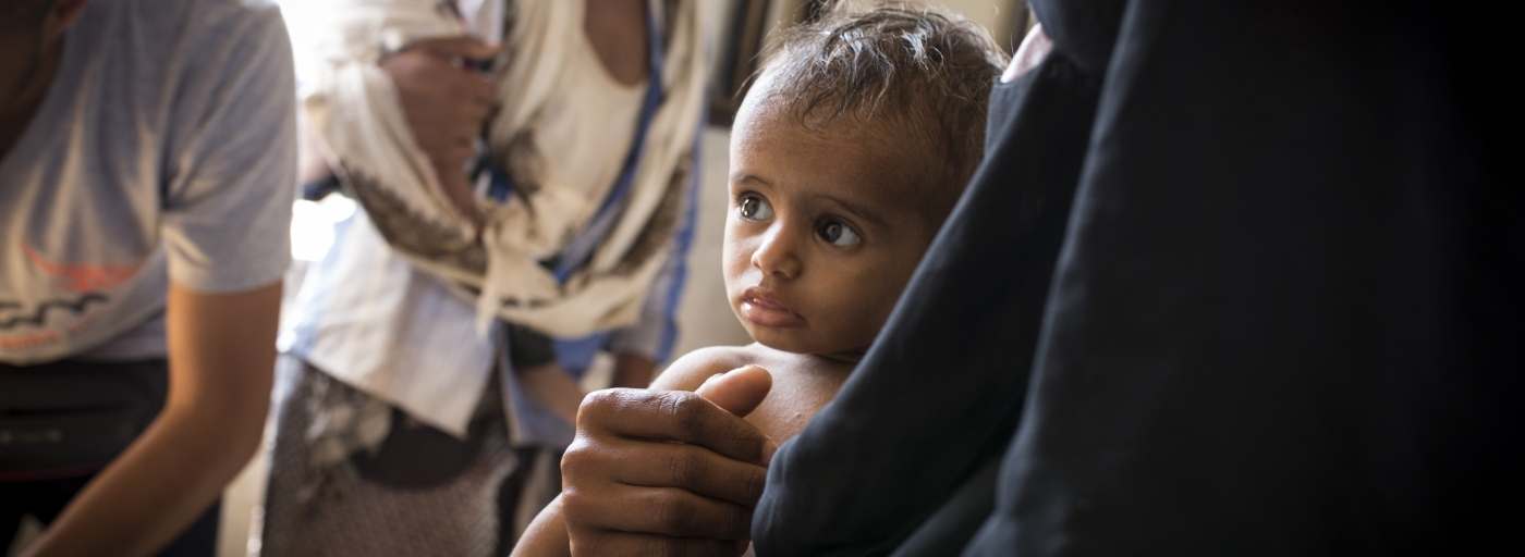Young child with his mother in Yemen