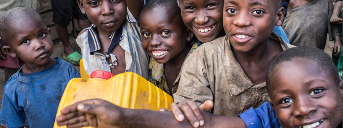 Children in DR Congo collect clean water to treat waterborne diseases.