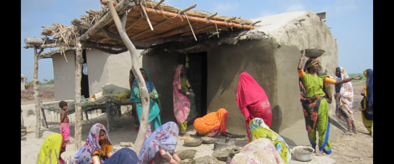 Women repairing homes. Photo: ACF-Pakistan, J. Friedman
