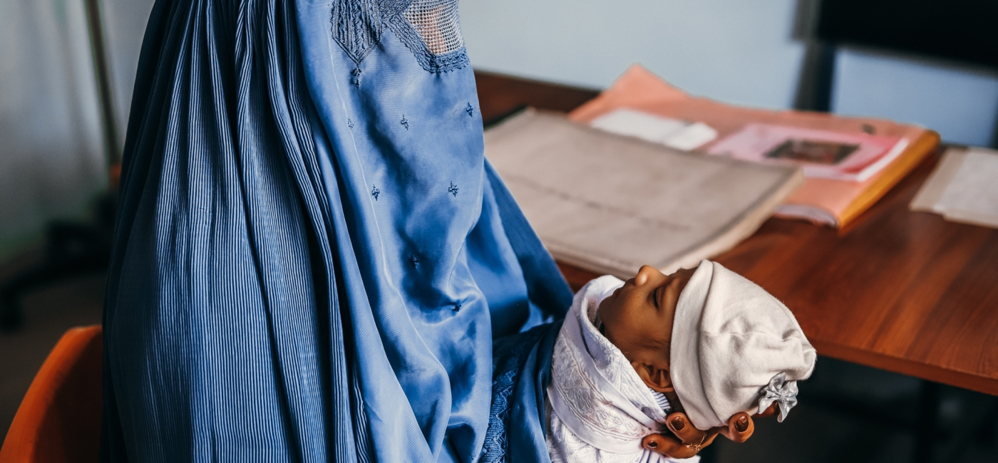 A mother learns about post-natal care during a medical consultation. (Parwan province, October 2020)