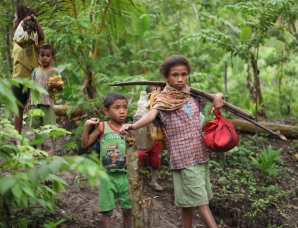 Children collect water from unprotected sources in Indonesia's NTT Province